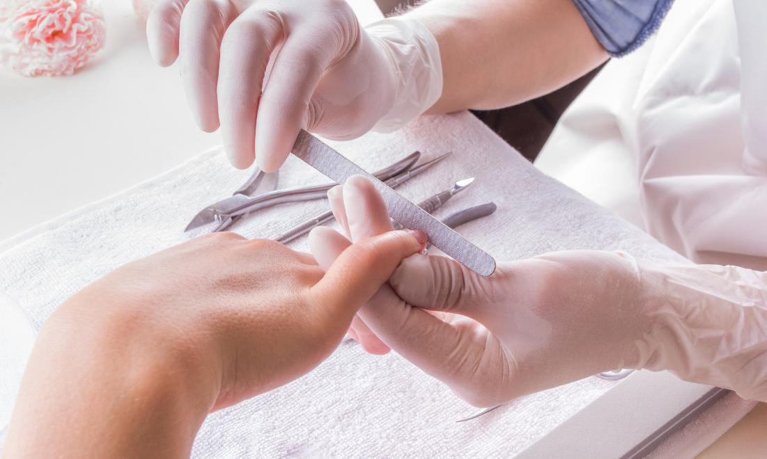 Чи може манікюр бути шкідливий для нігтів?